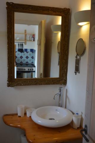 double studio sea side bathroom sink