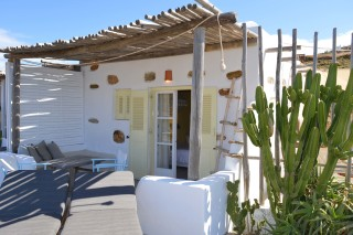 double studio sea side cycladic architecture