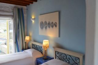 double studio sea side room beds