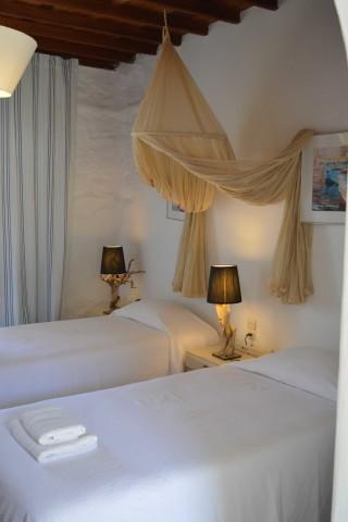 double studio sea side single beds