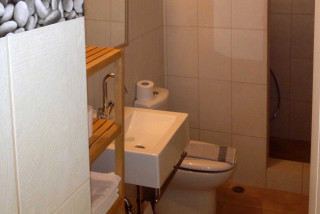 house 1 sea side studios bathroom