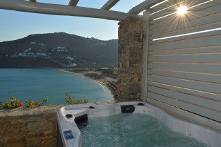 house 1 sea side studios jacuzzi in veranda