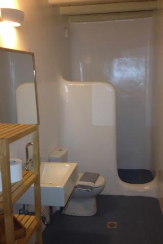 house 2 sea side shower