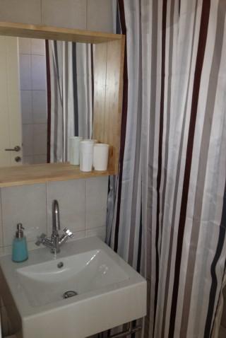 house 3 sea side bathroom sink
