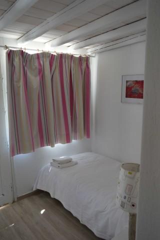 triple studio sea side bed