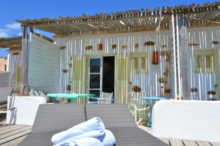 triple studio sea side veranda with sunbeds